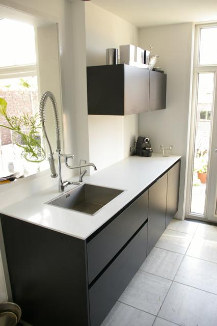 Moderne greeploze keuken in zwart/wit - Mulder Keukens