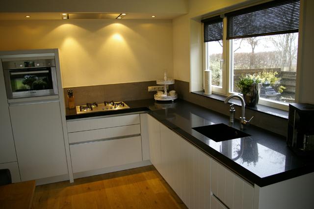 Zwart wit keuken by sensa keukens